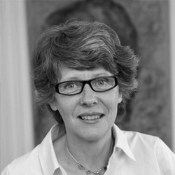 Ms Patricia Moyersoen